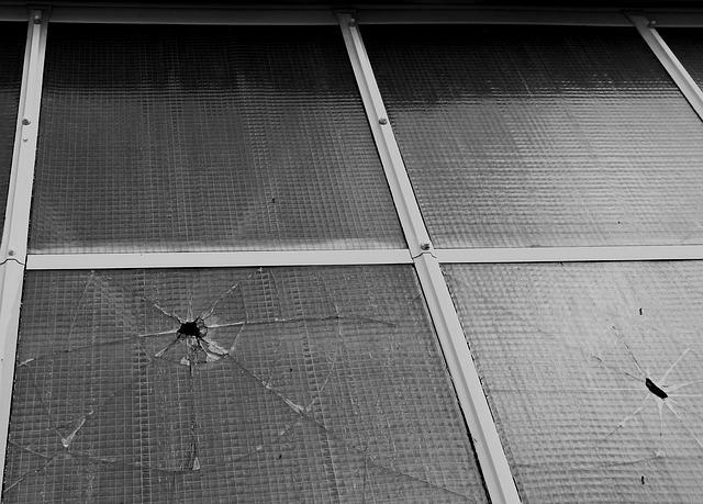 window-723772_640.jpg